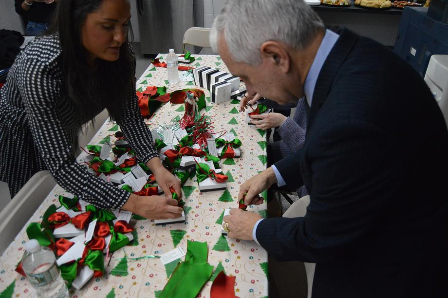 Reed Helps Wrap Holiday Gifts for Military Families