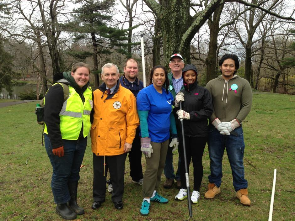 Reed Celebrates Earth Day, Cleans up Roger Williams Park Pond